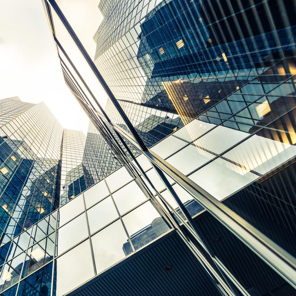architecture abstraite et moderne en verre
